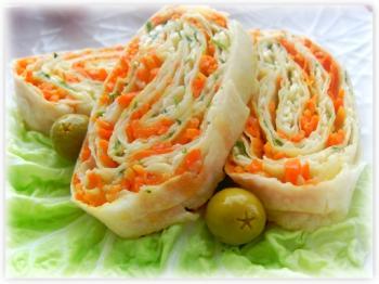 Рулет из курицы и корейской морковки